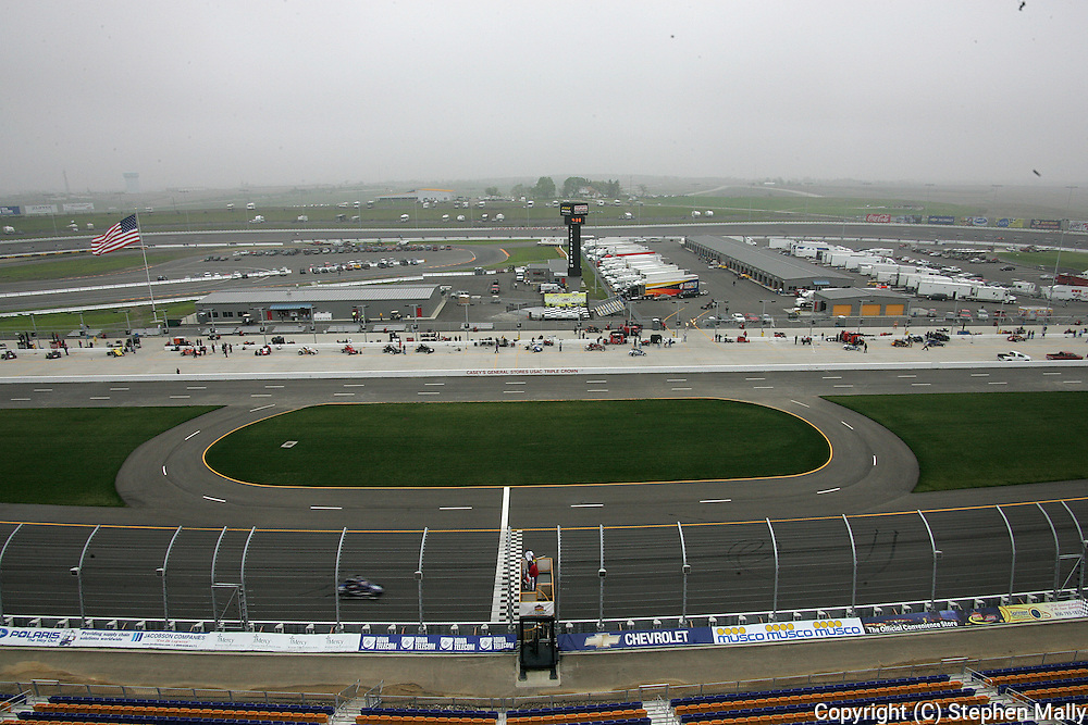 05 MAY 2007: The Iowa Speedway before the start of the Casey's General Stores USAC Triple Crown at the Iowa Speedway in Newton, Iowa on May 5, 2007.