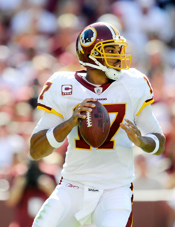 LANDOVER, MD - OCTOBER 12: Jason Campbell #17 of the Washington Redskins drops back to pass against the St. Louis Rams at FedEx Field on October 12, 2008 in Landover, Maryland. The Rams defeated the Redskins 19-17. *** Local Caption *** Jason Campbell