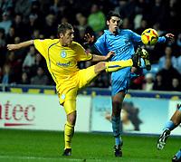 Photo: Ed Godden.<br />Coventry City v Sheffield Wednesday. Coca Cola Championship. 18/11/2006. Sheffield Wednesday's Burton O'Brien (L) dives in on Richard Duffy.