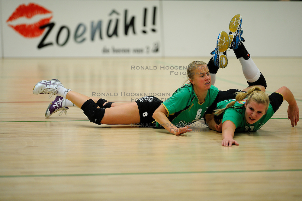 27-10-2012 VOLLEYBAL: VV ALTERNO - SLIEDRECHT SPORT: APELDOORN<br /> Sliedrecht Sport wint met 3-1 van Alterno / Ingerlise Kooijman, Anouk Molendijk<br /> &copy;2012-FotoHoogendoorn.nl