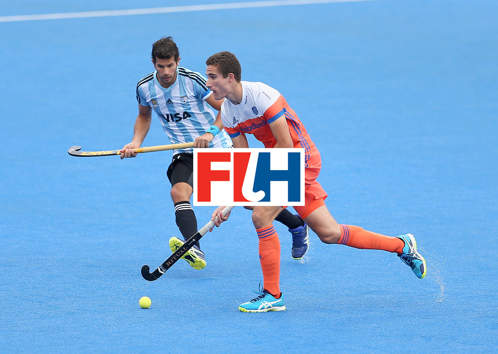 LONDON, ENGLAND - JUNE 25: Jonas de Geus of the Netherlands and Juan Lopez of Argentina battle for possession during the final match between Argentina and the Netherlands on day nine of the Hero Hockey World League Semi-Final at Lee Valley Hockey and Tennis Centre on June 25, 2017 in London, England. (Photo by Steve Bardens/Getty Images)