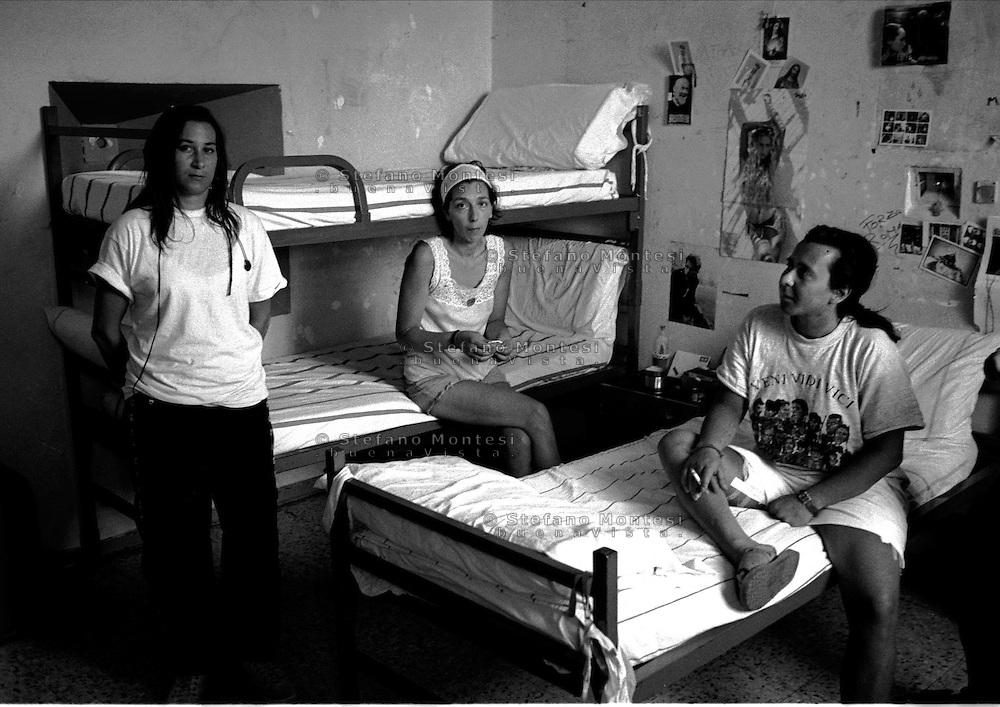 Roma 2000.Rebibbia, Carcere Femminile.Sezione Camerotti, interno di una cella.Rome 2000.Rebibbia Prison Women.