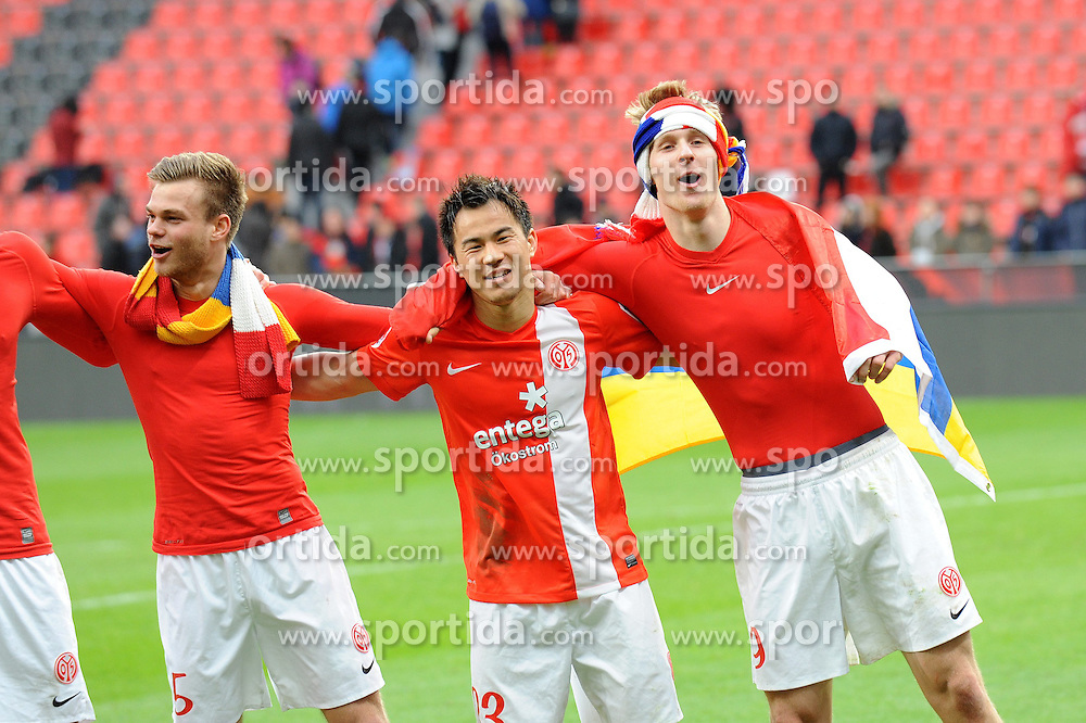 01.03.2014, BayArena, Leverkusen, GER, 1. FBL, Bayer 04 Leverkusen vs 1. FSV Mainz 05, 23. Runde, im Bild V l n r Benedikt Saller, Shinji Okazaki, Sebastian Polter ( alle FSV Mainz 05 ) schunkeln ausgelassen nach dem Auswaertssieg // during the German Bundesliga 23th round match between Bayer 04 Leverkusen and 1. FSV Mainz 05 at the BayArena in Leverkusen, Germany on 2014/03/01. EXPA Pictures &copy; 2014, PhotoCredit: EXPA/ Eibner-Pressefoto/ Thienel<br /> <br /> *****ATTENTION - OUT of GER*****