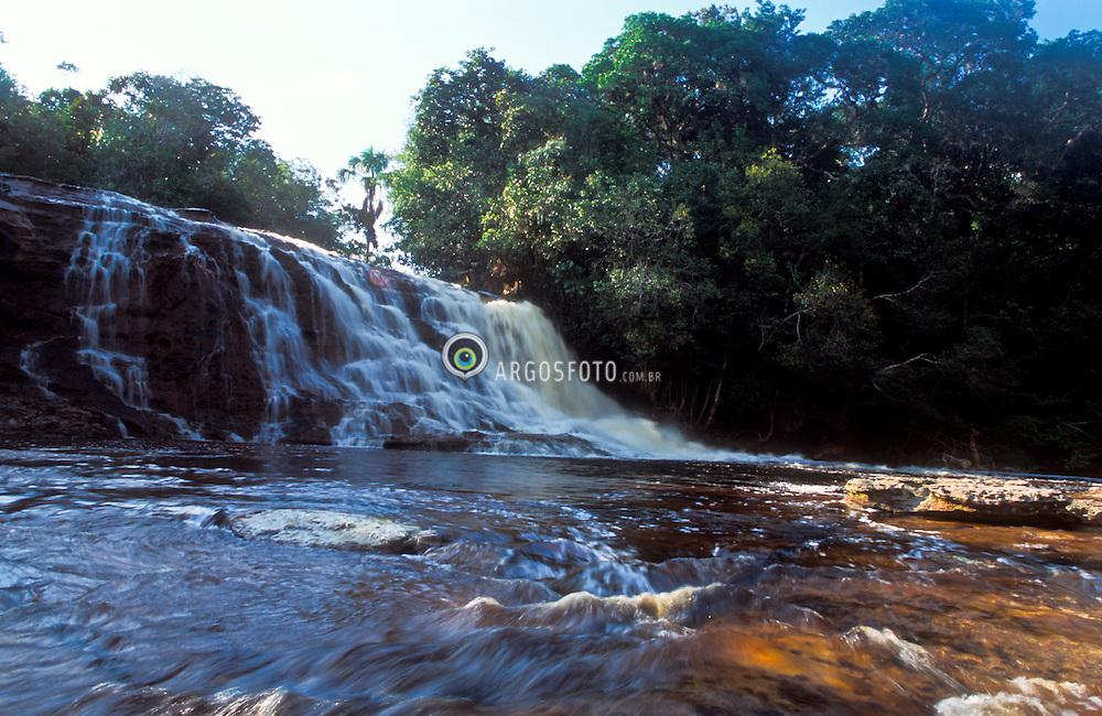 Presidente Figueiredo, Amazonas, 26/11/03          .Cachoeira Iracema. A Amazonia e uma regiao na America do Sul, definida pela bacia do rio Amazonas e coberta em grande parte por floresta tropical. E a maior floresta tropical pluvial do mundo. E chamado tambem de Amazonia o bioma que, no Brasil, ocupa 49,29% do territorio, sendo o maior bioma terrestre desse pais, onde e constituida por varios ecossistemas./ Amazonia is a moist broadleaf forest in the Amazon Basin of South America. The Amazon Rainforest represents over half of the planet's remaining rainforests. Amazonian rainforests comprise the largest and most species rich tract of tropical rainforest that exists..Foto Marcos Issa/Argosfoto