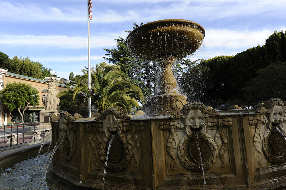 Fountain, park, Viña del Mar, is located in the middle of Bridgeway, California, Sausalito