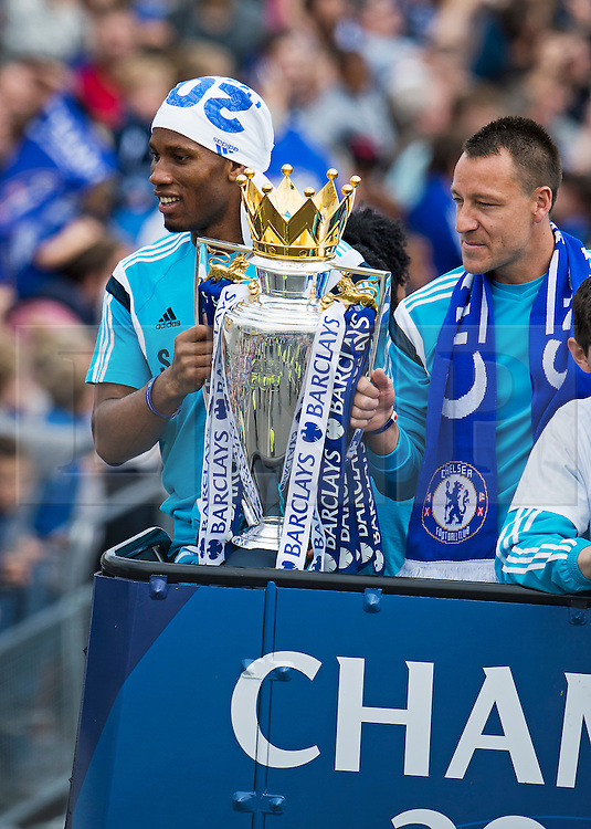 © Licensed to London News Pictures. 25/05/2015. London, UK. DIDIER DROGBA and JOHN TERRY holding the premiere league cup. . The Chelsea FC first team and manager Jose Morihno parade the 2014/15 Premier League trophy and the Capital One Cup through the streets of West London in an open top bus to celebrate their seasons achievements.  Photo credit: Ben Cawthra/LNP