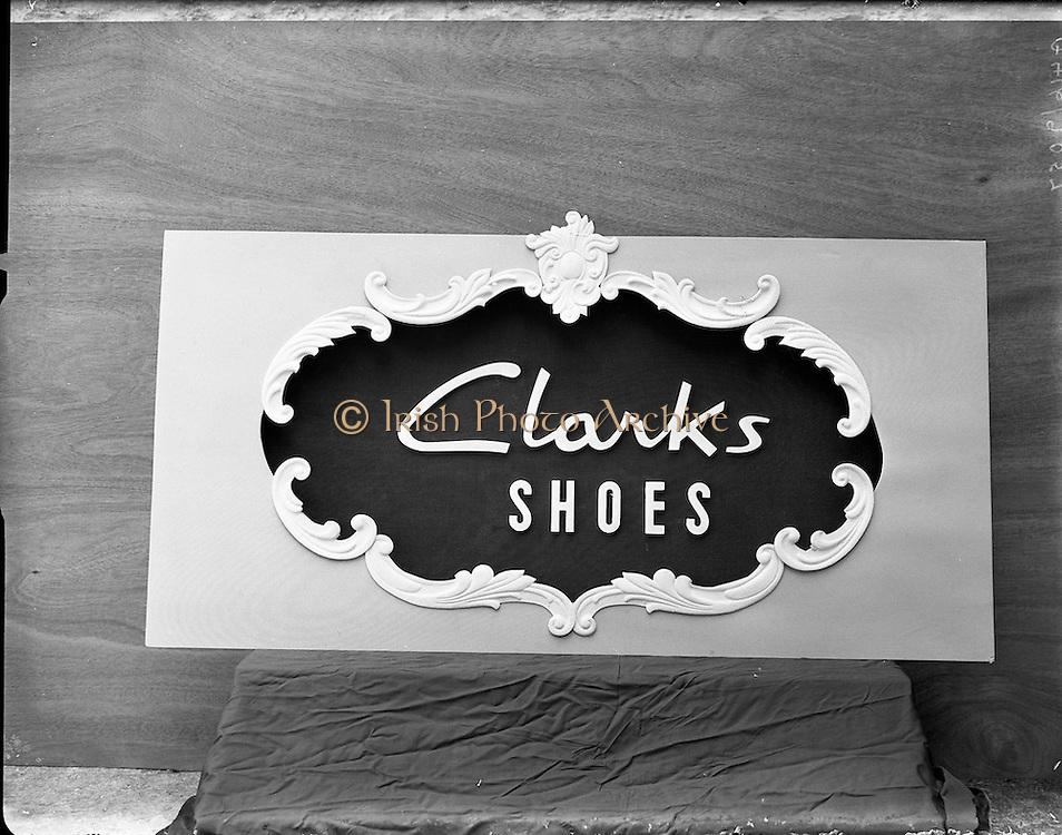 21/06/1957<br /> 06/21/1957<br /> 21 June 1957<br /> <br /> Clarks Shoe Display - Special for Modern Display Artists