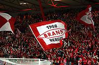 Fotball , 25. oktober 2007 , UEFA cup<br /> Brann - Hamburg ( HSV ) 0-1 ,<br /> illustrasjon , flagg ,  publikum , fan , fans , supportere , supporter