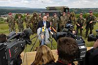 07 JUN 2006, MERZIG/GERMANY:<br /> Franz Josef Jung, CDU, Bundesverteidigungsminister, waehrend einer Pressekonferenz, im Rahmen eines  Truppenbesuchs beim Luftlandeunterstuetzungsbataillon 262 - das Bataillon gehoert zur Luftlandebrigade 26, die am Einsatz der Bundeswehr im Rahmen der EU Mission EUFOR RD Congo teilnehmen wird - Truppenuebungsplatz<br /> IMAGE: 20060607-01-040<br /> KEYWORDS: Mikrofon, microphone, Kamera, Camera, Soldat, Soldaten