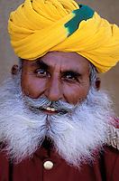 Inde. Rajasthan. Jaisalmer. Homme Rajpute. // India. Rajasthan. Jaisalmer. Rajpute man.