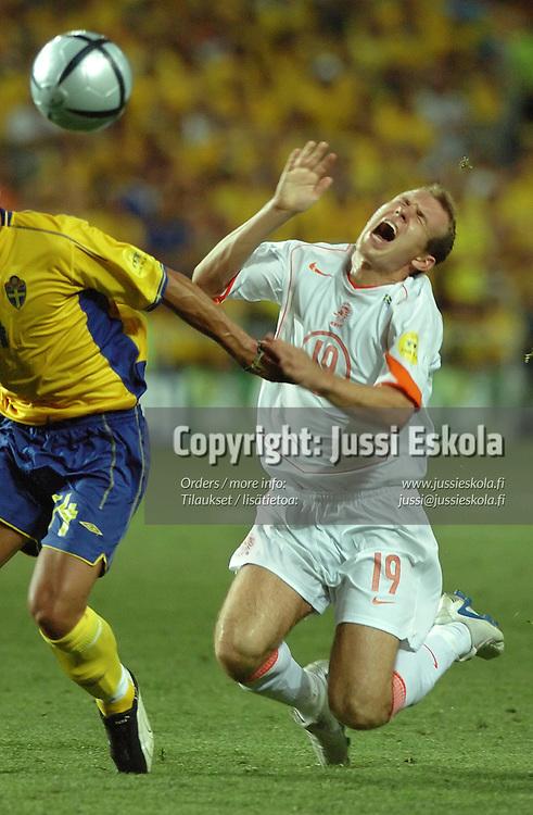 Arjen Robben, Alexander &Ouml;stlund, Sweden-Holland 26.6.2004.&amp;#xA;Euro 2004.&amp;#xA;Photo: Jussi Eskola<br />