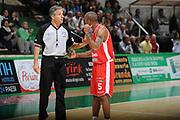 DESCRIZIONE :Siena  Lega A 2011-12 Montepaschi Siena Cimberio Varese Play off gara 1<br /> GIOCATORE : arbitro Phil Goss<br /> CATEGORIA : delusione fair play<br /> SQUADRA : Cimberio Varese<br /> EVENTO : Campionato Lega A 2011-2012 Play off gara 1 <br /> GARA : Montepaschi Siena Cimberio Varese<br /> DATA : 17/05/2012<br /> SPORT : Pallacanestro <br /> AUTORE : Agenzia Ciamillo-Castoria/ GiulioCiamillo<br /> Galleria : Lega Basket A 2011-2012  <br /> Fotonotizia : Siena  Lega A 2011-12 Montepaschi Siena Cimberio Varese Play off gara 1<br /> Predefinita :