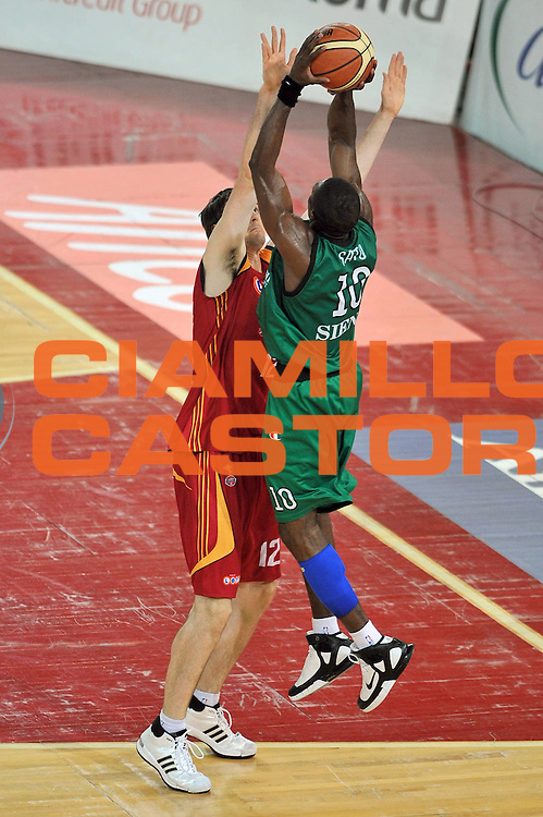DESCRIZIONE : Roma Lega A1 2007-08 Playoff Finale Gara 3 Lottomatica Virtus Roma Montepaschi Siena<br /> GIOCATORE : Romain Sato<br /> SQUADRA : Montepaschi Siena <br /> EVENTO : Campionato Lega A1 2007-2008 <br /> GARA : Lottomatica Virtus Roma Montepaschi Siena <br /> DATA : 08/06/2008 <br /> CATEGORIA : Tiro<br /> SPORT : Pallacanestro <br /> AUTORE : Agenzia Ciamillo-Castoria/E. Grillotti