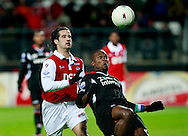 24-11-2007: Voetbal:AZ-WILLEM II: ALKMAAR<br /> Ibrahim Kargbo geconcentreerd op de bal achter Simon Cziommer<br /> Foto: Geert van Erven