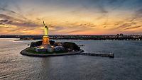 Besucher dürfen in die Freiheitsstatue und auch bis in die Krone. Im Sockel gibt es ein kleines Museum. Vor kurzem hat die zuständige US-Parkbehörde den Bau eines neuen Museums auf der Insel im Hafen von New York angekündigt.