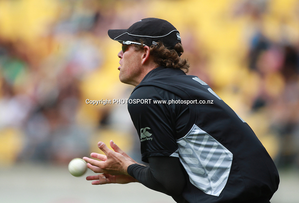 Jacob Oram drops a catch in the outfield. New Zealand Black Caps v Pakistan, ODI Cricket. Match 1, Westpac Stadium, Wellington, New Zealand. Saturday 22 January 2011. Photo: Andrew Cornaga/photosport.co.nz