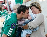 FOTBALL tippeliga FREDRIKSTAD FFK - HAMKAM 13. august 2005<br /> Familien Markus Ringberg, datteren Miranda (3), sønnen Elliot (1 mnd) og svigermor Lie Johansson.<br /> FOTO KURT PEDERSEN / DIGITALSPORT