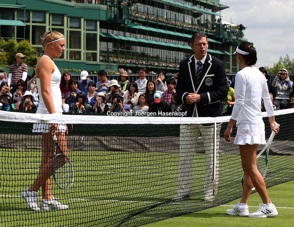 Wimbledon Championships 2013, AELTC,London,<br /> ITF Grand Slam Tennis Tournament,Spielanfang, Schiedsrichter spricht mit (lks) Carina Witthoeft(GER) und Kimiko Date-Krumm (JPN),Ganzkoerper,<br /> Querformat,