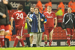 LIVERPOOL, ENGLAND - Thursday, May 14, 2009: All Stars' manager Ricky Tomlinson and John Bishop during the Hillsborough Memorial Charity Game at Anfield. (Photo by David Rawcliffe/Propaganda)