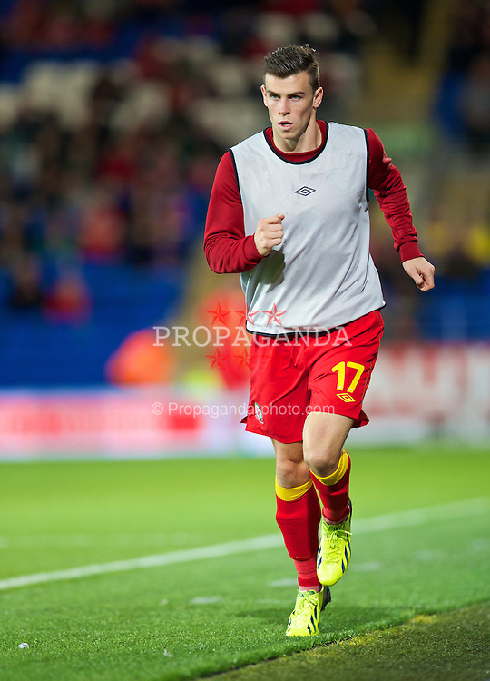 CARDIFF, WALES - Tuesday, September 10, 2013: Wales' substitute Gareth Bale warms-up during the 2014 FIFA World Cup Brazil Qualifying Group A match against Serbia at the Cardiff CIty Stadium. (Pic by David Rawcliffe/Propaganda)