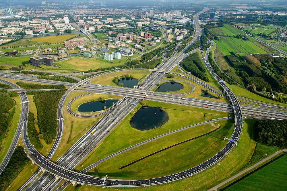 Nederland, Utrecht, Utrecht, 28-09-2014; knooppunt Oudenrijn, met bedrijventerrein en kantorenlokatie  Papendorp. <br /> Oudenrijn junction with office locations Papendorp.<br /> luchtfoto (toeslag op standard tarieven);<br /> aerial photo (additional fee required);<br /> copyright foto/photo Siebe Swart