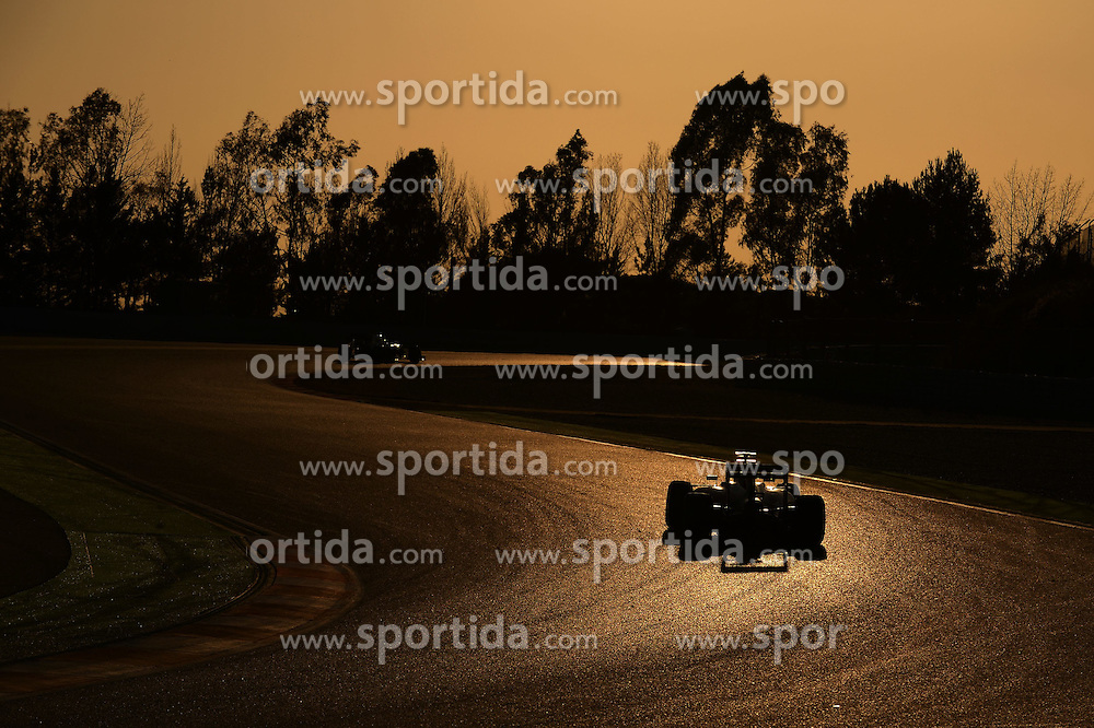 27.02.2015, Circuit de Catalunya, Barcelona, ESP, FIA, Formel 1, Testfahrten, Barcelona, Tag 2, im Bild Low light action // during the Formula One Testdrives, day two at the Circuit de Catalunya in Barcelona, Spain on 2015/02/27. EXPA Pictures &copy; 2015, PhotoCredit: EXPA/ Sutton Images/ Patrik Lundin Images<br /> <br /> *****ATTENTION - for AUT, SLO, CRO, SRB, BIH, MAZ only*****