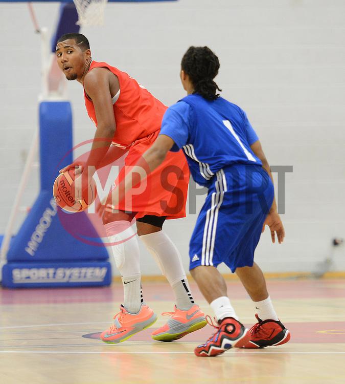Bristol Flyer's Dwayne Loufier -dgunlege looks to pass the ball. - Photo mandatory by-line: Alex James/JMP - Mobile: 07966 386802 11/09/2014 -