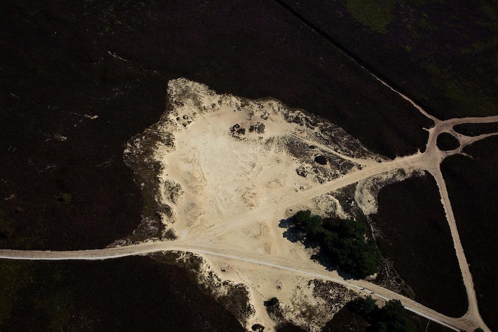 Nederland, Drenthe, Gemeente Aa en Hunze, 08-09-2009; Detail Balloerveld, deels ontgonnen heideveld, met netwerk van zandwegen en middeleeuwse karrensporen. Archeologische vindplaats (grafheuvels). De heide bij  Ballo maakt deel uit van het Nationaal beek- en esdorpenlandschap Drntsche Aa (Nationaal Park) en was in het verleden militair oefenterrein..Balloerveld, partly cultivated moor, with network of dirt roads and medieval cart tracks. Archaeological site (burial mounds). Below shepherd with flock. The heathland at Ballo is part of the National Landscape and was in the past a military training site.luchtfoto (toeslag); aerial photo (additional fee required); .foto Siebe Swart / photo Siebe Swart