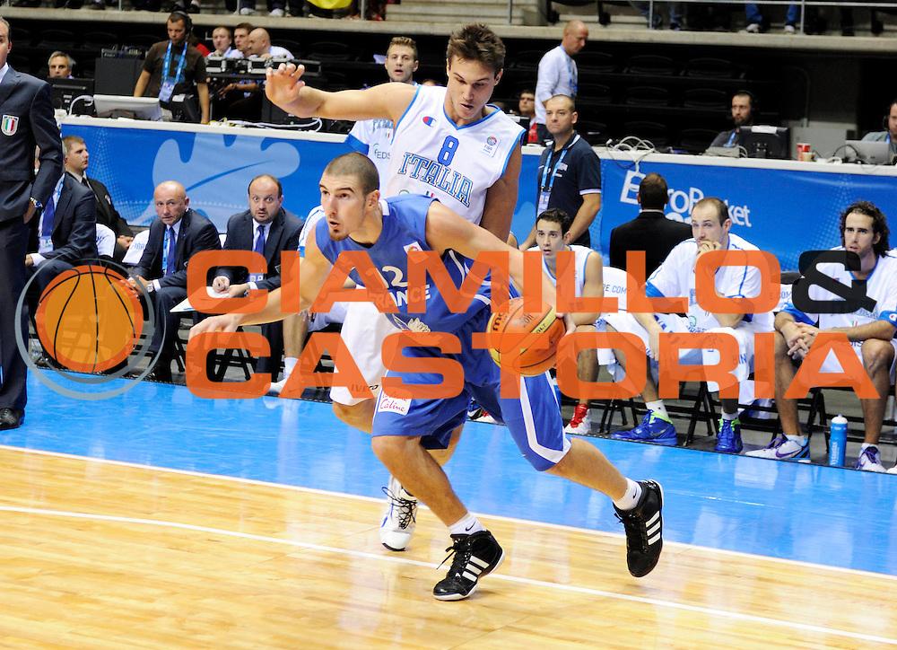 DESCRIZIONE : Siauliai Lithuania Lituania Eurobasket Men 2011 Preliminary Round Italia Francia Italy France<br /> GIOCATORE : Nando de Colo<br /> SQUADRA : Francia France<br /> EVENTO : Eurobasket Men 2011<br /> GARA : Italia Francia Italy France<br /> DATA : 04/09/2011 <br /> CATEGORIA : palleggio<br /> SPORT : Pallacanestro <br /> AUTORE : Agenzia Ciamillo-Castoria/JF Molliere<br /> Galleria : Eurobasket Men 2011 <br /> Fotonotizia : Siauliai Lithuania Lituania Eurobasket Men 2011 Preliminary Round Italia Francia Italy France<br /> Predefinita :
