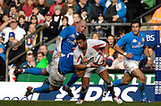 Twickenham, GREAT BRITAIN, Jason ROBINSON looks to lay the ball off, during the  England vs Italy, Six Nations Rugby match,  played at the  RFU Twickenham Stadium on Sat 10.02.2007  [Photo, Peter Spurrier/Intersport-images].....