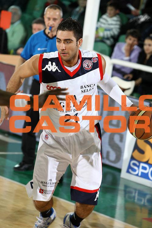 DESCRIZIONE : Avellino Final 8 Coppa Italia 2010 Semifinale Montepaschi Siena Angelico Biella<br /> GIOCATORE : Pietro Aradori<br /> SQUADRA : Angelico Biella<br /> EVENTO : Final 8 Coppa Italia 2010 <br /> GARA : Montepaschi Siena Angelico Biella<br /> DATA : 20/02/2010<br /> CATEGORIA : palleggio<br /> SPORT : Pallacanestro <br /> AUTORE : Agenzia Ciamillo-Castoria/ElioCastoria<br /> Galleria : Lega Basket A 2009-2010 <br /> Fotonotizia : Avellino Final 8 Coppa Italia 2010 Semifinale Montepaschi Siena Angelico Biella<br /> Predefinita :