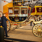 NLD/Den Haag/20150316 - Koning Willem - Alexander onthult gerestaureerde glazen koets<br /> <br /> King Willem-Alexander unveils restored glass carriage<br /> <br /> Op de foto: Koning Willem - Alexander bekijkt de koets