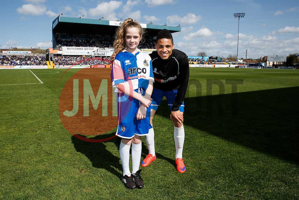 Bristol Rovers mascot poses with Daniel Leadbitter - Photo mandatory by-line: Rogan Thomson/JMP - 07966 386802 - 11/04/2015 - SPORT - FOOTBALL - Bristol, England - Memorial Stadium - Bristol Rovers v Southport - Vanarama Conference Premier.