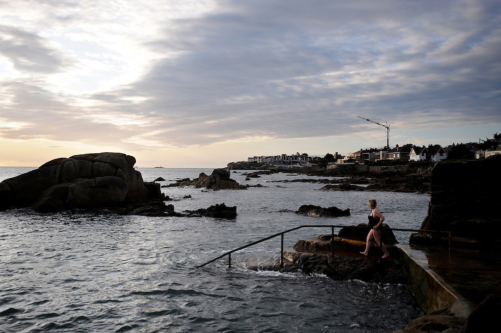 The Forty Foot bathing area in Sandycove, South Dublin 11/9/2008.Photograph; Kim Haughton
