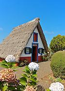 Casa de Santana, casa de colmo, Madeira typical house.FOTO GREGORIO CUNHA.Tel. 351 965 102 595