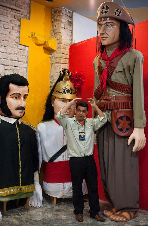 Recife_PE, Brasil..Galpao de confeccao de bonecos gigantes em Recife, Pernambuco..Shed of elaboration of giant puppets in Recife, Pernambuco..Foto: JOAO MARCOS ROSA / NITRO