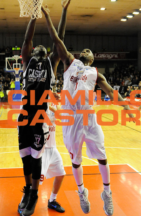 DESCRIZIONE : Reggio Emilia Lega A 2012-13 Trenkwalder Reggio Emilia Juvecaserta <br /> GIOCATORE : Jeleel Akindele<br /> SQUADRA :  Juvecaserta <br /> EVENTO : Campionato Lega A 2012-2013<br /> GARA :  Trenkwalder Reggio Emilia Juvecaserta <br /> DATA : 13/01/2013<br /> CATEGORIA : Tiro<br /> SPORT : Pallacanestro<br /> AUTORE : Agenzia Ciamillo-Castoria/A.Giberti<br /> Galleria : Lega Basket A 2012-2013<br /> Fotonotizia : Reggio Emilia Lega A 2012-13 Trenkwalder Reggio Emilia Juvecaserta <br /> Predefinita :