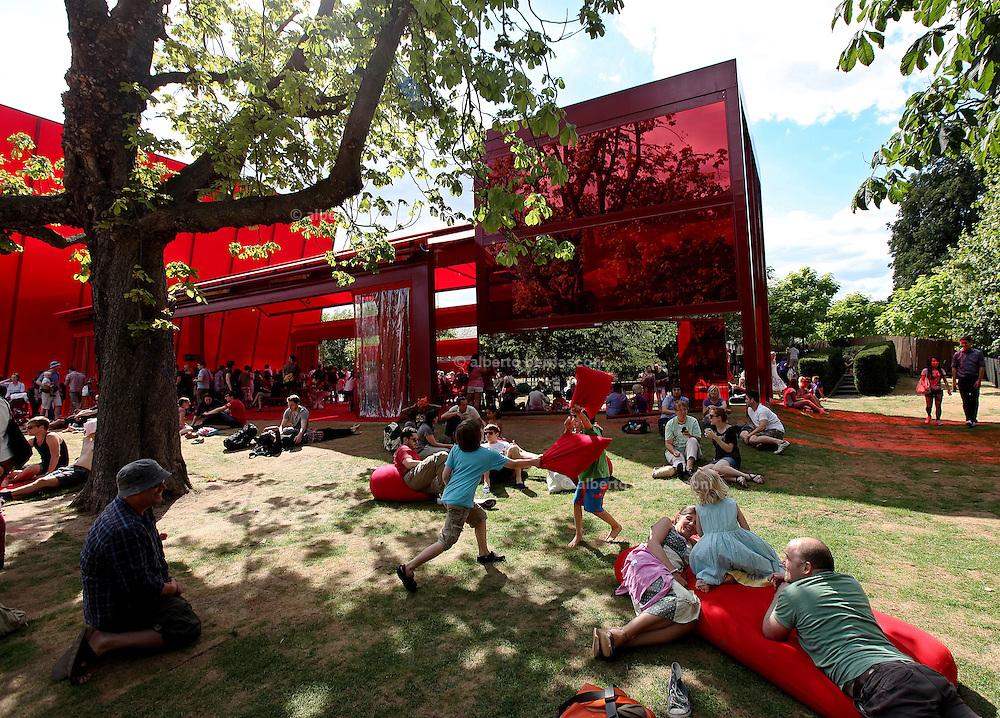 London, hyde Park, Serpentine Pavilion by Jean nouvel