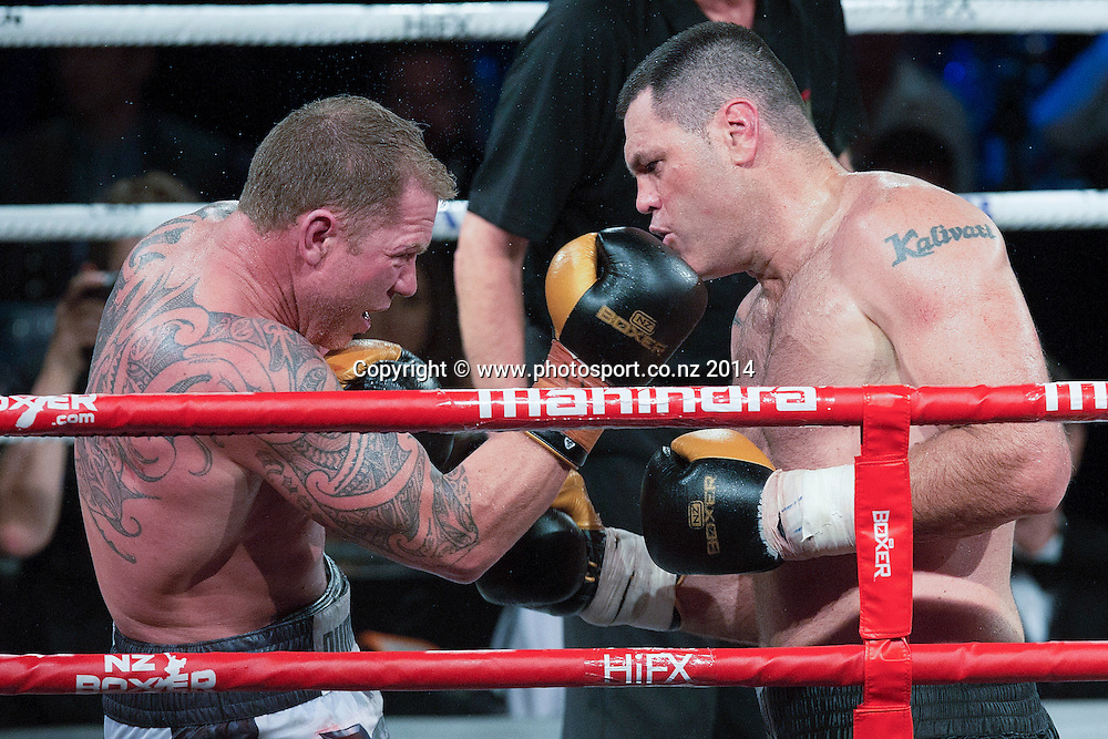 Kali `Mean Hands` Meehan (R) fights Shane `The Mountain Warrior` Cameron in the Mahindra Super 8 Fight Night, North Shore Events Centre, Auckland, New Zealand, Saturday, November 22, 2014. Photo: David Rowland/Photosport