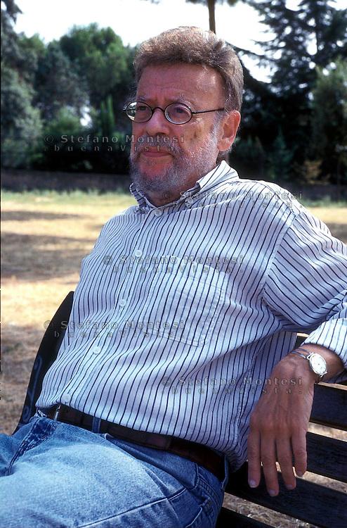 Robert Katz (New York, 27 giugno 1933) è un giornalista, scrittore e storico statunitense, autore tra altro del libro Morte a Roma (1994), Editori Riuniti sul massacro nazista delle Fosse Ardeatine.Robert Katz (born 27 June 1933) is an American novelist, screenwriter, and non-fiction author.http://en.wikipedia.org/wiki/Robert_Katz