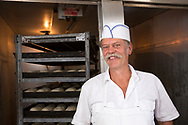 James Tilander, bagare som driver bageriet Home Bakery i Astoria, Oregon. 1910 startades Home Bakery av tre finska emigranter Elmer Wallo, Charlie Jarvanin och Arthur A. Tilander. James Tilander &auml;r barnbarn till Arthur A. Tilander.<br /> <br /> Foto: Christina Sj&ouml;gren