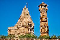 Inde, état du Rajasthan, fort de Chittorgarh classé Patrimoine Mondial de l'UNESCO, tour Kirti Stambha // India, Rajasthan, Chittorgarh fort, Unesco world heritage, Kirti Stambha tower