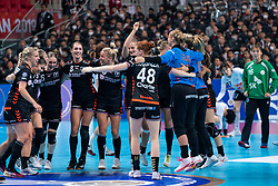 11-12-2019 JAP: Netherlands - Korea, Kumamoto<br /> Last match Main Round Group1 at 24th IHF Women's Handball World Championship, Netherlands win the last match against Korea with 36 - 24. / Team Netherlands celebrate