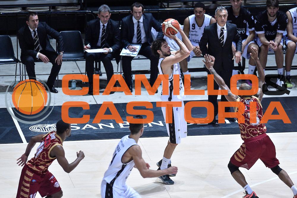 DESCRIZIONE : Bologna Lega A 2015-16 Obiettivo Lavoro Virtus Bologna - Umana Reyer Venezia<br /> GIOCATORE : Michele Vitali<br /> CATEGORIA : Tiro da tre Ritardo Sequenza<br /> SQUADRA : Obiettivo Lavoro Virtus Bologna<br /> EVENTO : Campionato Lega A 2015-2016<br /> GARA : Obiettivo Lavoro Virtus Bologna - Umana Reyer Venezia<br /> DATA : 04/10/2015<br /> SPORT : Pallacanestro<br /> AUTORE : Agenzia Ciamillo-Castoria/GiulioCiamillo<br /> <br /> Galleria : Lega Basket A 2015-2016 <br /> Fotonotizia: Bologna Lega A 2015-16 Obiettivo Lavoro Virtus Bologna - Umana Reyer Venezia