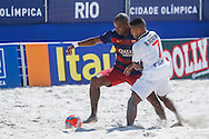 Vasco da Gama's Bokinha challenges Ozu of Barcelona at the Mundialito de Clubes 2015 - Foto: Marcello Zambrana/Divulgação