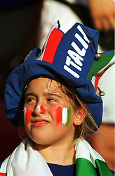ITALY FAN  EURO 2000.ITALY V SWEDEN 19/06/00 EINDHOVEN.PHOTO ROBIN PARKER.