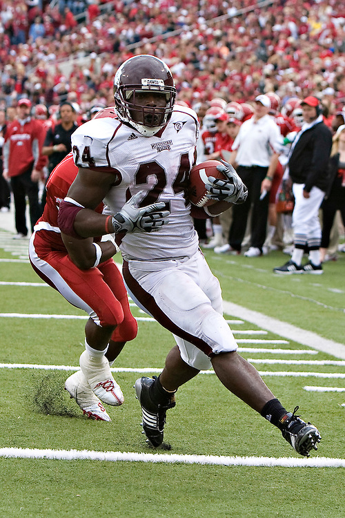 LITTLE ROCK, AR - NOVEMBER 21:   Anthony Dixon #24 of the Mississippi State Bulldogs runs in for a touchdown against the Arkansas Razorbacks at War Memorial Stadium on November 21, 2009 in Little Rock, Arkansas.  The Razorbacks defeated the Bulldogs 42-21.  (Photo by Wesley Hitt/Getty Images) *** Local Caption *** Anthony Dixon