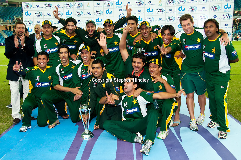 Dubai, UAE.  Pakistan - winners of the T20 (Twenty20) series between Pakistan and New Zealand held at Dubai International Cricket Stadium on the 13th November, 2009.  Photo by: Stephen Hindley/SPORTDXB/PHOTOSPORT