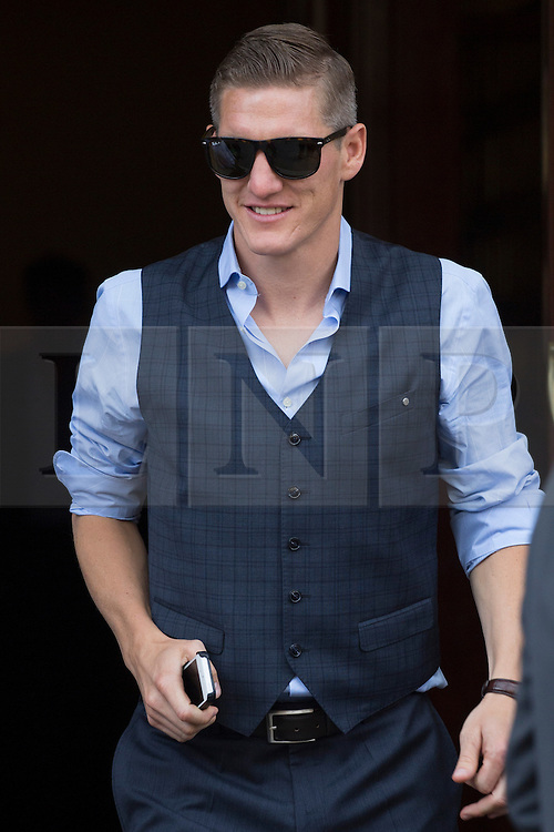 © licensed to London News Pictures. London, UK 26/05/2013. Bastian Schweinsteiger and FC Bayern Munich players leaving The Landmark Hotel in central London on Sunday, 26 May 2013 after their UEFA Champions League victory in Wembley Stadium against Borussia Dortmund. Photo credit: Tolga Akmen/LNP