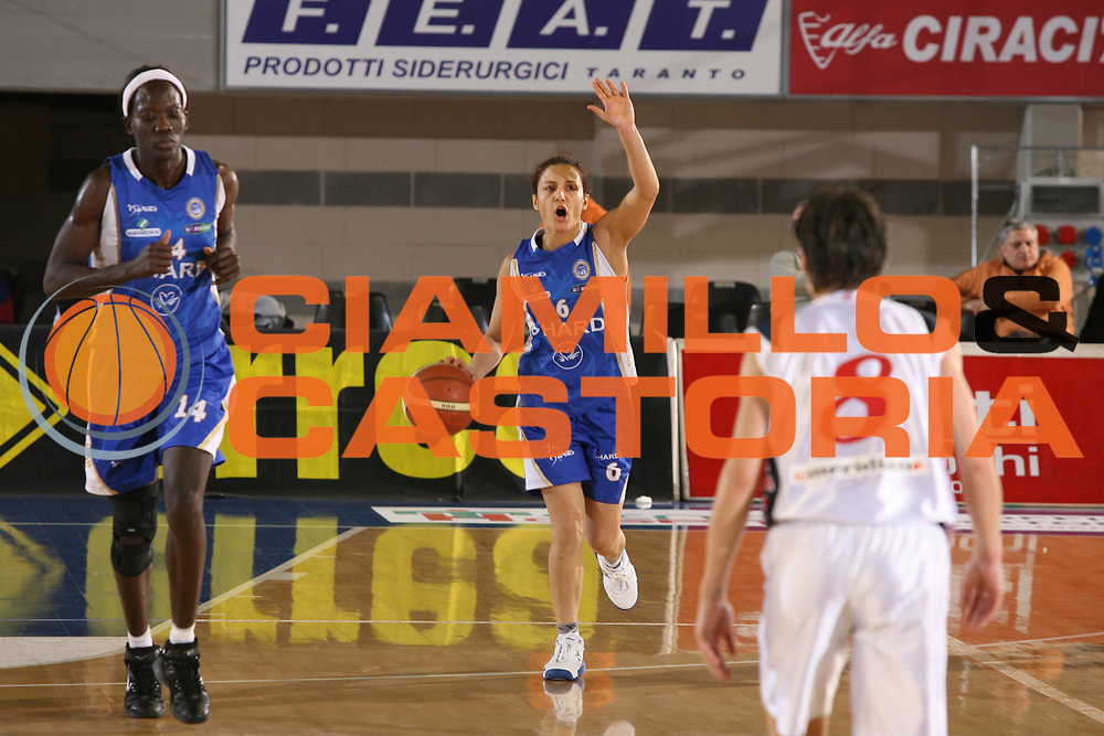 DESCRIZIONE : Taranto Coppa Italia Femminile 2006-07 Semifinale Phard Napoli Pasta Ambra Taranto <br /> GIOCATORE : Cirone <br /> SQUADRA : Phard Napoli <br /> EVENTO : Coppa Italia Femminile 2006-2007 <br /> GARA : Phard Napoli Pasta Ambra Taranto <br /> DATA : 14/02/2007 <br /> CATEGORIA : Palleggio <br /> SPORT : Pallacanestro <br /> AUTORE : Agenzia Ciamillo-Castoria/G.Ciamillo